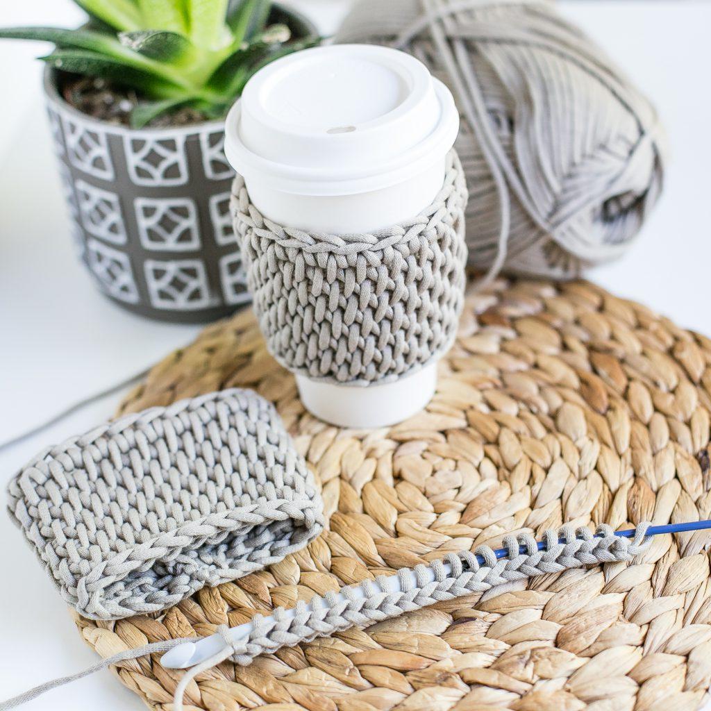Coffee sleeve tutorial using bulky yarn and Tunisian crochet.